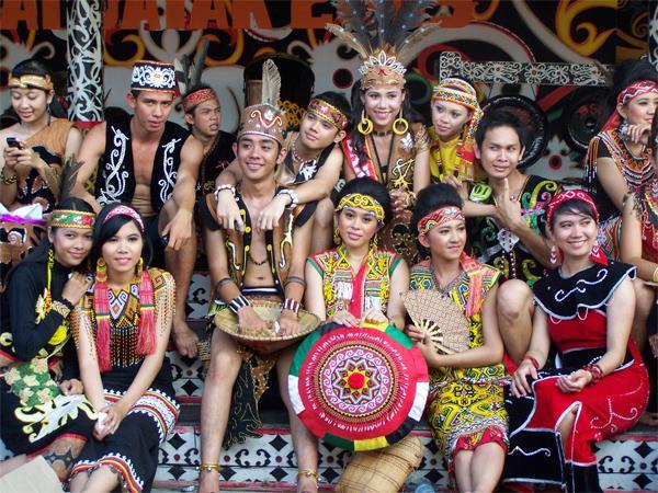 Pakaian Adat King Tompang
