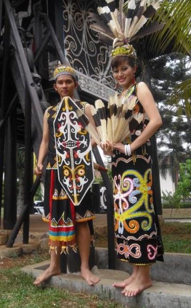 Pakaian Adat Ta'a dan Sapei Sapaq