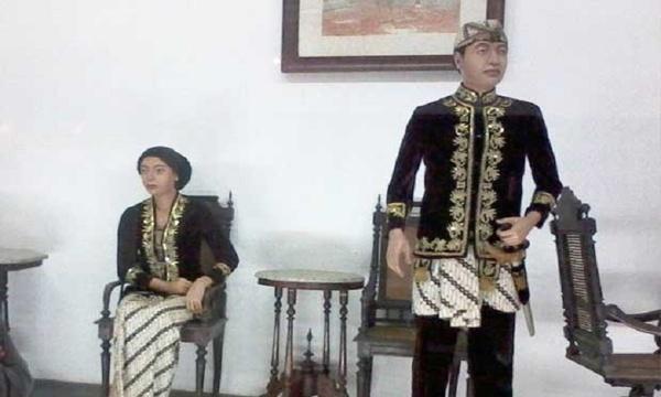 Pakaian adat Jawa Barat Kaum Bangsawan