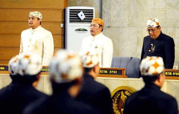 Pakaian adat Jawa Barat Kaum Menengah
