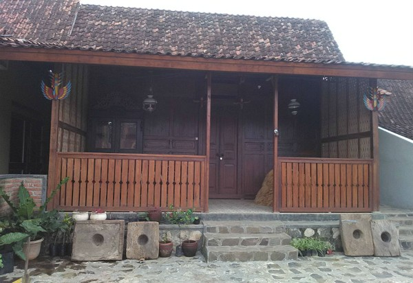 Rumah Adat Jawa Timur Using
